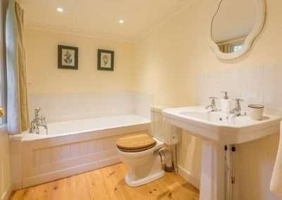 Bear's Cottage bathroom