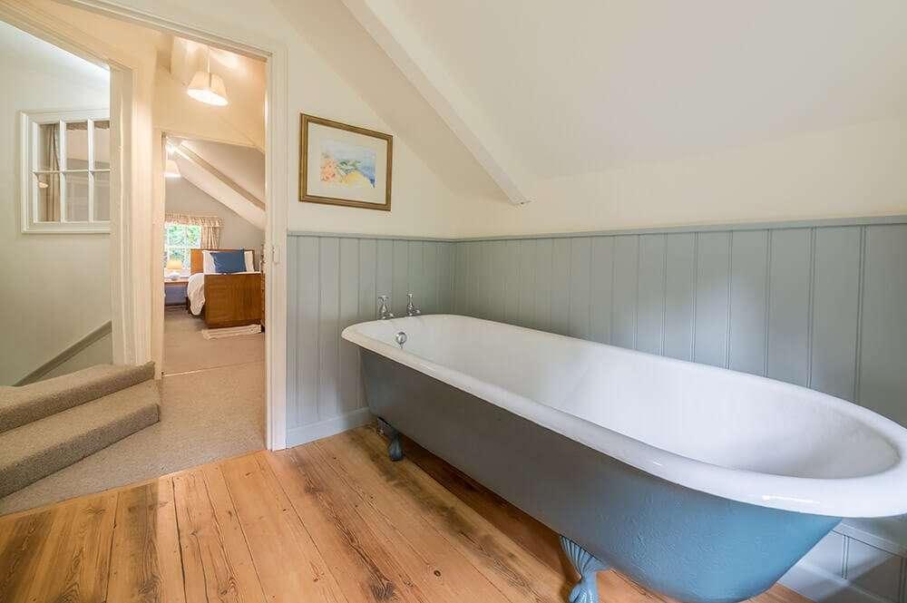 Bear's Cottage claw-foot bath