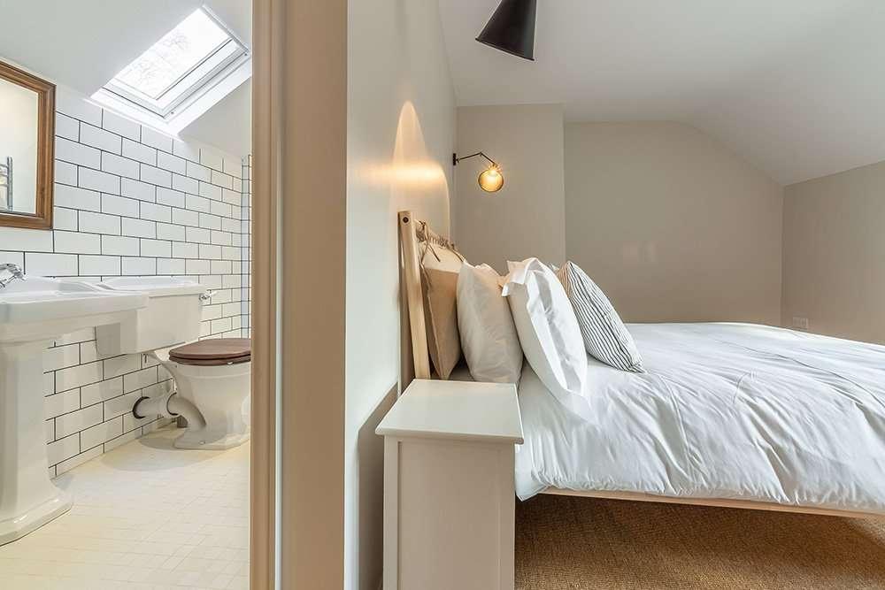 A smaller en-suite double at Market Square House