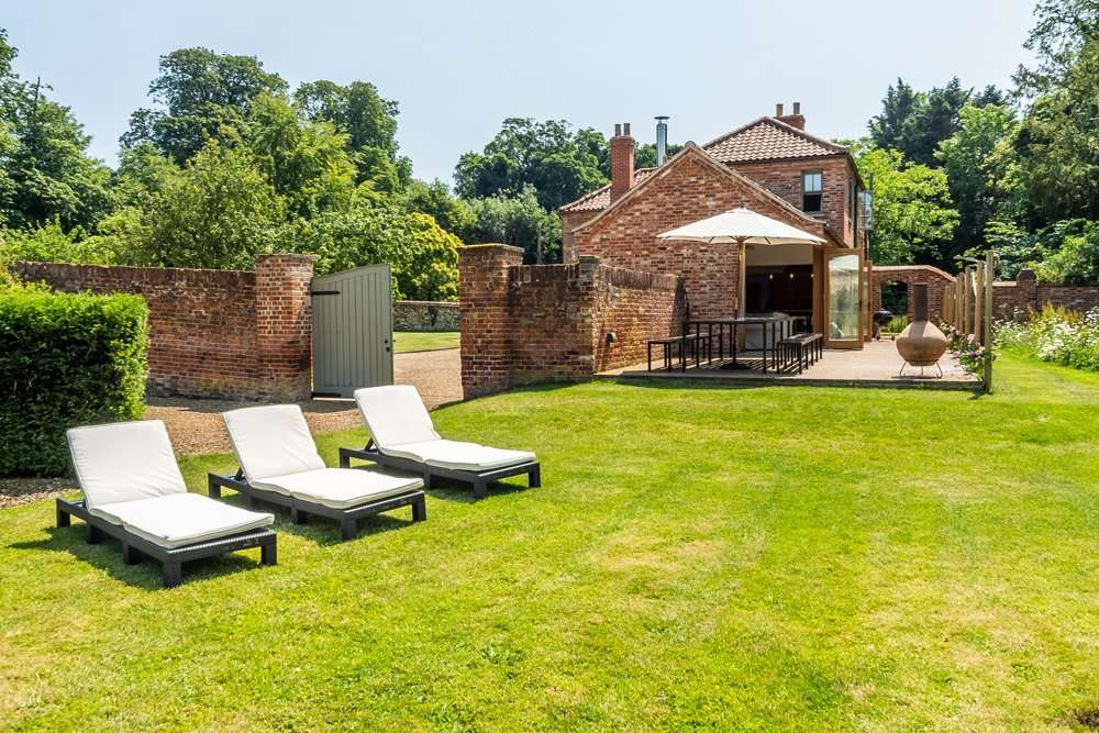 Holiday cottage with outside space for relaxing
