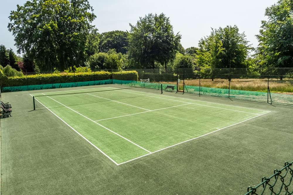 Holiday cottages with tennis court